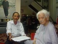 Luật sư Ngô Hữu Nhị và Nhạc sỹ Phạm Duy trong vụ việc về tác quyền với Công Ty Cổ Phần Văn Hóa Phương Nam ngày 21 tháng 01 năm 2013.